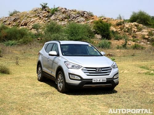 Hyundai Santa Fe (2011-2019) Price in India, Images, Specs